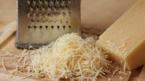 слойки с сыром, ветчиной и грибами