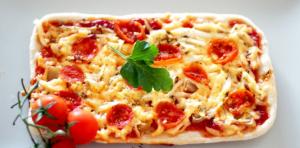 Пицца с беконом и овощами