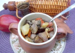 Баранина с овощами в горшочках