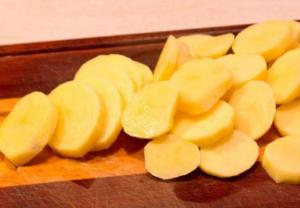 Картошечка в мультиварке с фаршем