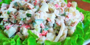 Салат с кальмаром и зеленым горошком