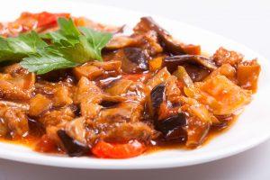 Тушенные баклажаны с мясом и рисом