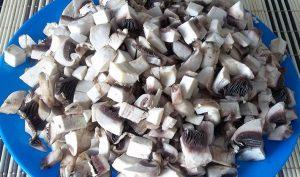 филе пикши, фаршированное грибами