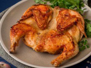 Запеченная тушка курицы в маринаде