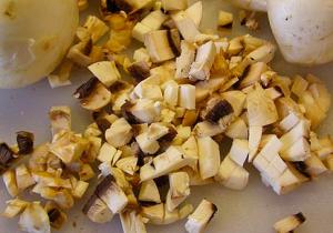 Бутерброды с курицей и грибами под сыром