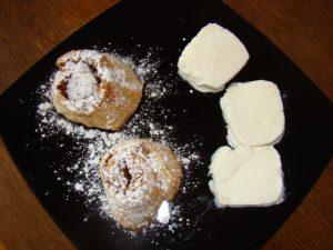 яблочные рулетики с сахаром