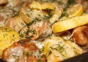 Картошка с сыром и маринованным мясом