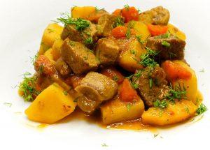 Картофель с двумя видами мяса.